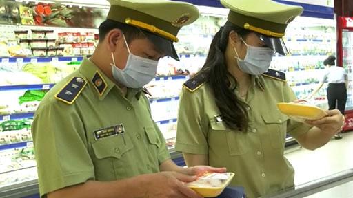 Quy định pháp luật về xử phạt vi phạm hành chính trong hoạt động thương mại, sản xuất, buôn bán hàng giả, hàng cấm và bảo vệ quyền lợi người tiêu dùng của lực lượng Quản lý thị trường