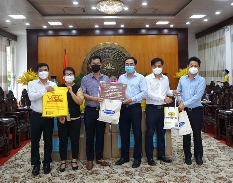 Hệ thống Luật Thịnh Trí và CLB Bất động sản TP.HCM chung tay phòng chống COVID-19 tại tỉnh Long An