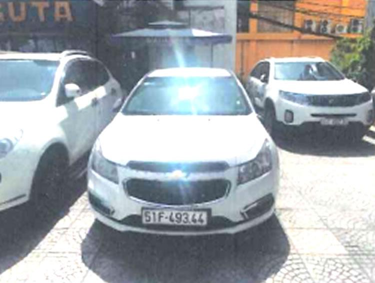 01 xe ô tô con 05 chỗ nhãn hiệu CHEVROLET; biển số: 51F-493.44